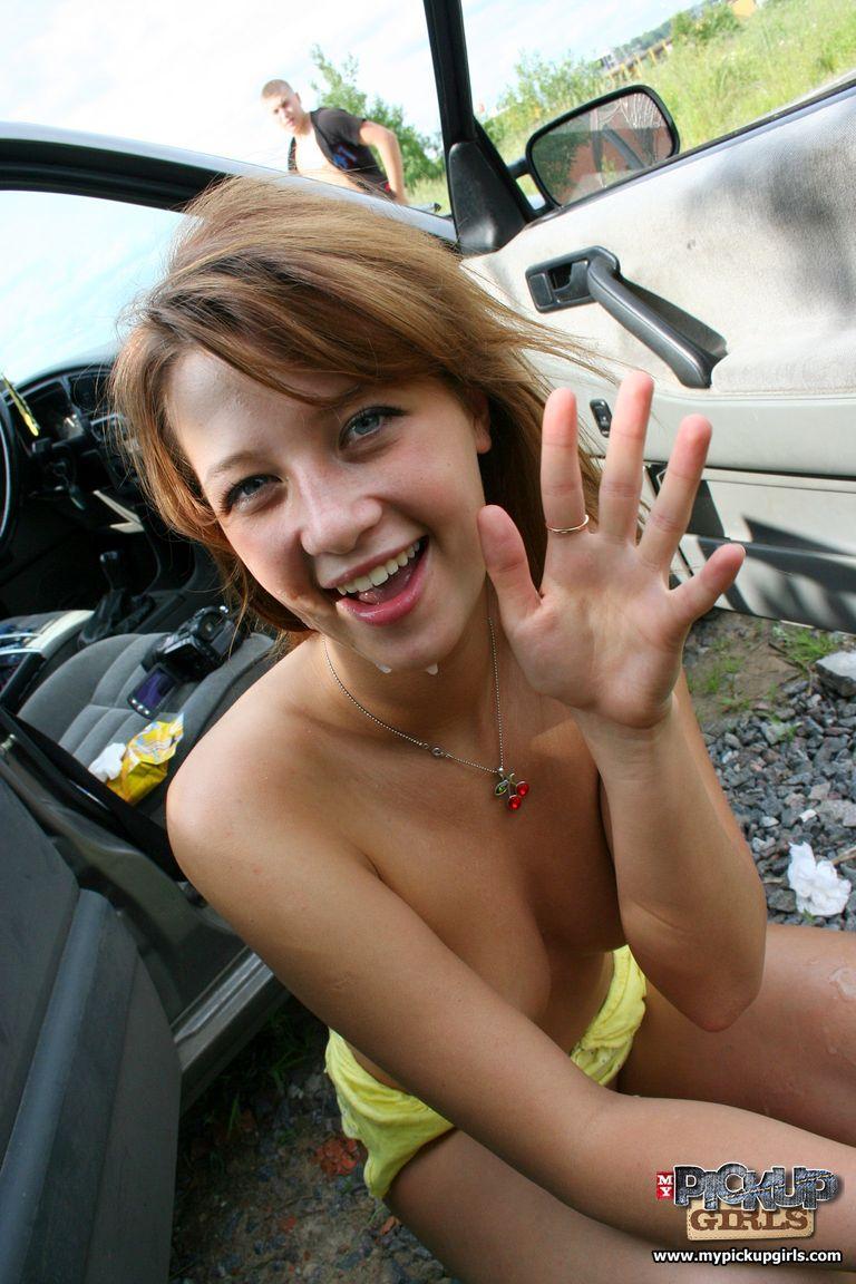 Студентка сосет в машине 25 фотография