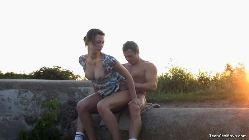 парни не знакомятся с девушками на улице