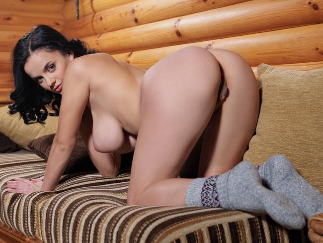 1. Фото Великолепные огромные сиськи и бритая вагина. . Смотри