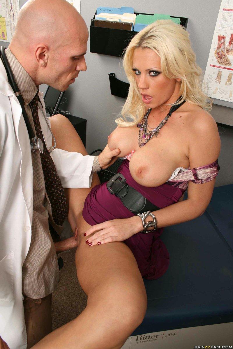Врач гинеколог трахнул свою пациентку