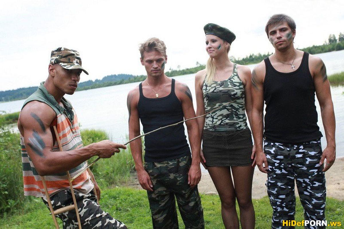 Пустили по кругу девушку русское 23 фотография