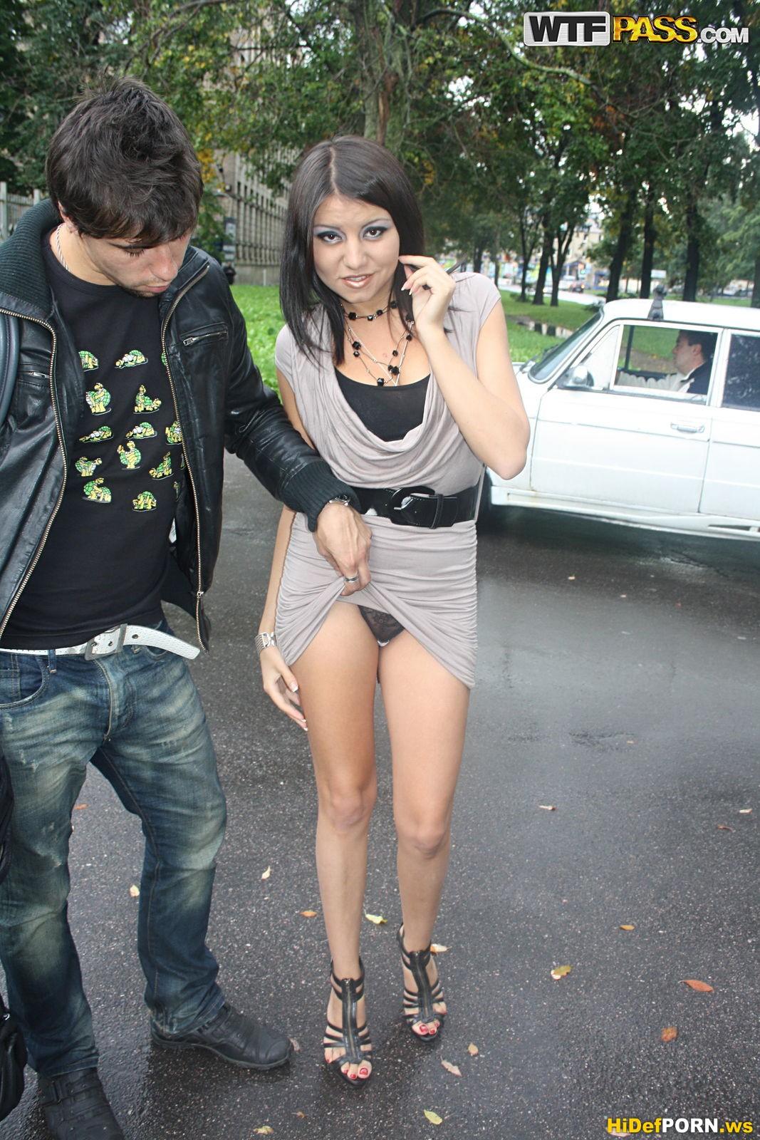 Русские девушки сняли парня на улице 5 фотография