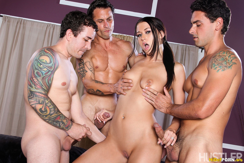 Секс одной телки с тремя мужиками 3 фотография
