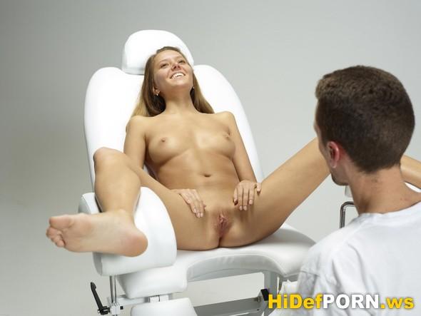 пальцы врача в половом органе порно фото