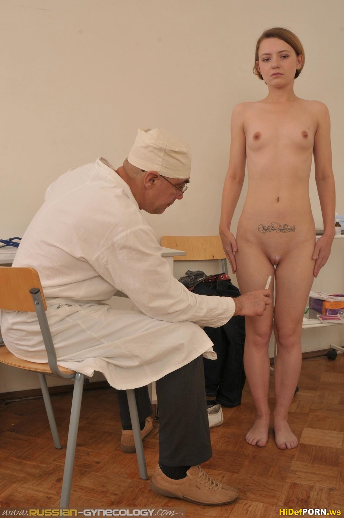 Женщины на медкомиссии голые одна блондинка
