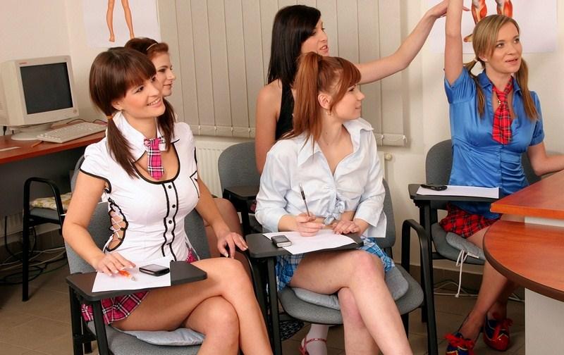 грудастая старшеклассница совратила одноклассника