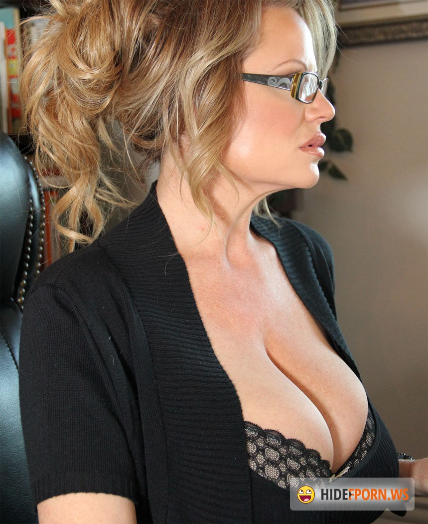 Сисястая мадам онлайн 18 фотография
