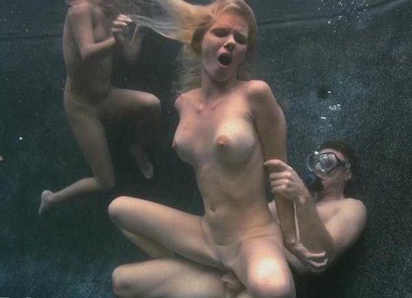 порно трах под водой