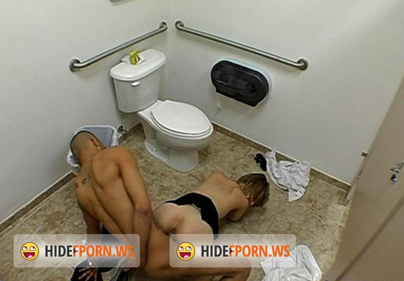 podsmatrivanie-v-dirochku-tualeta