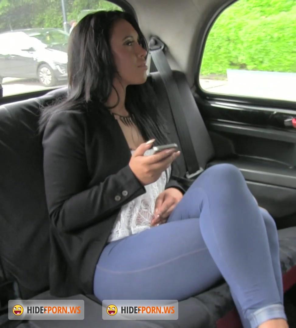 Таксист трахает в машине 24 фотография