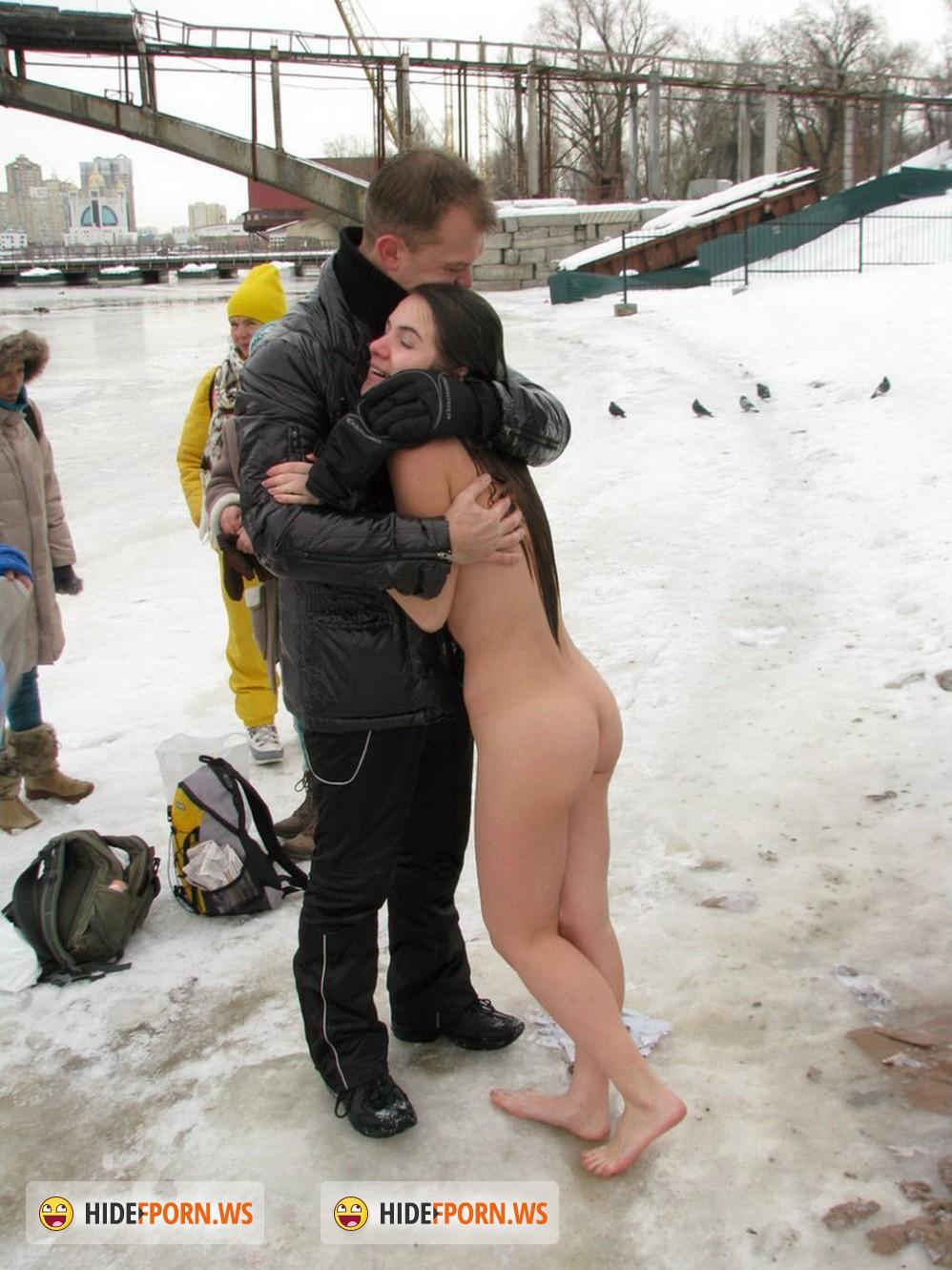 Фото голых девушек купающихся в проруби 19 фотография