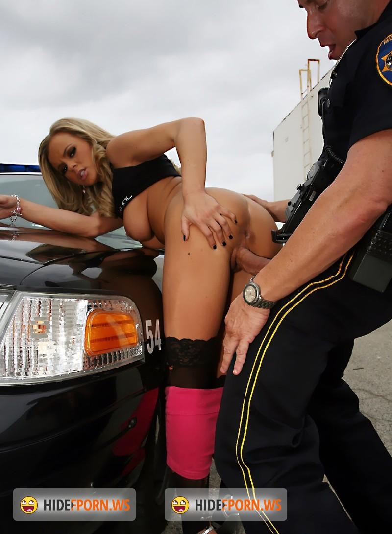 Как полицейские трахнули заключенную видео фото 705-451