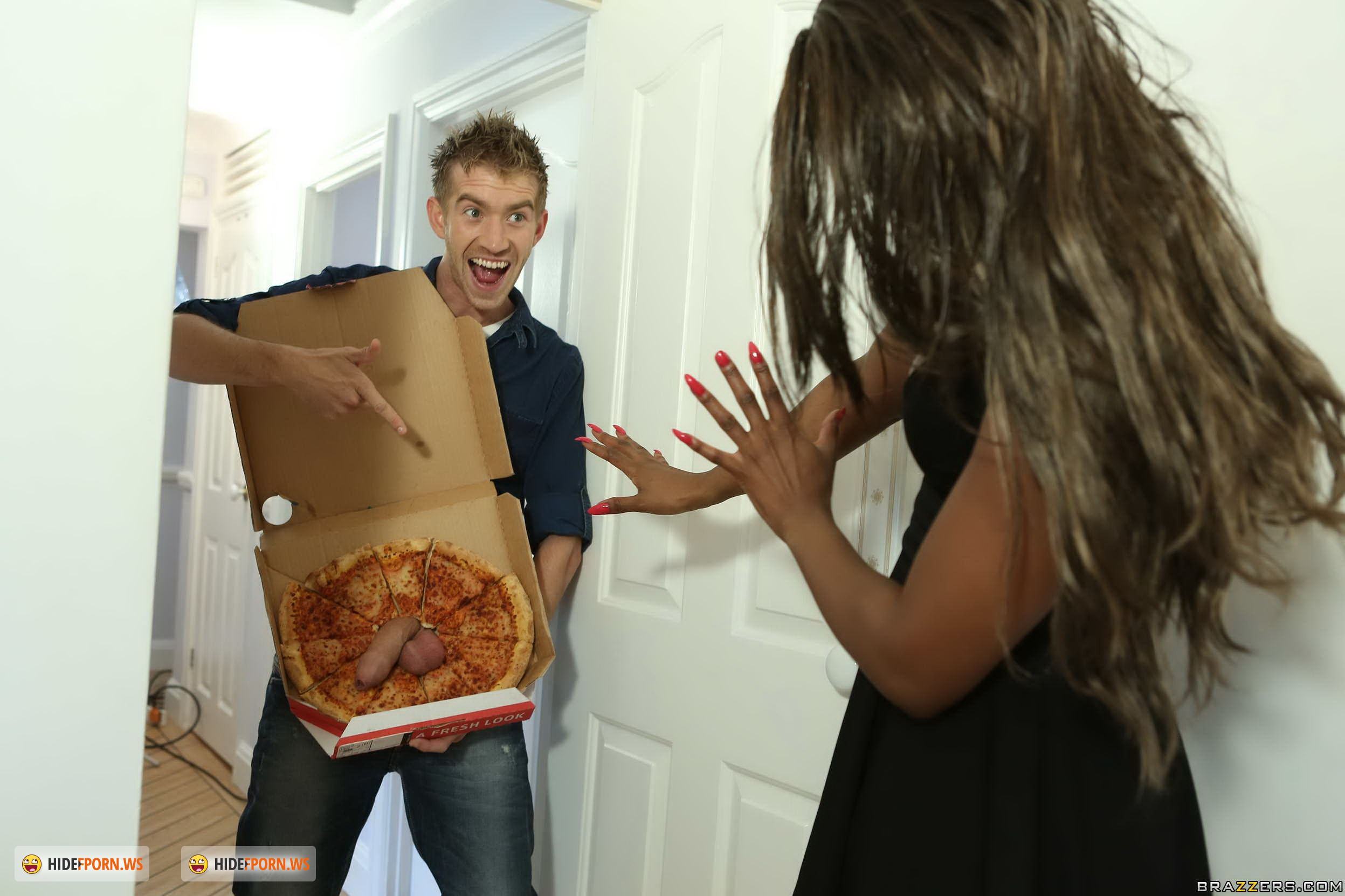 Смотреть секс где девушки доставщик приносит пиццу а она ему отсосала 2 фотография