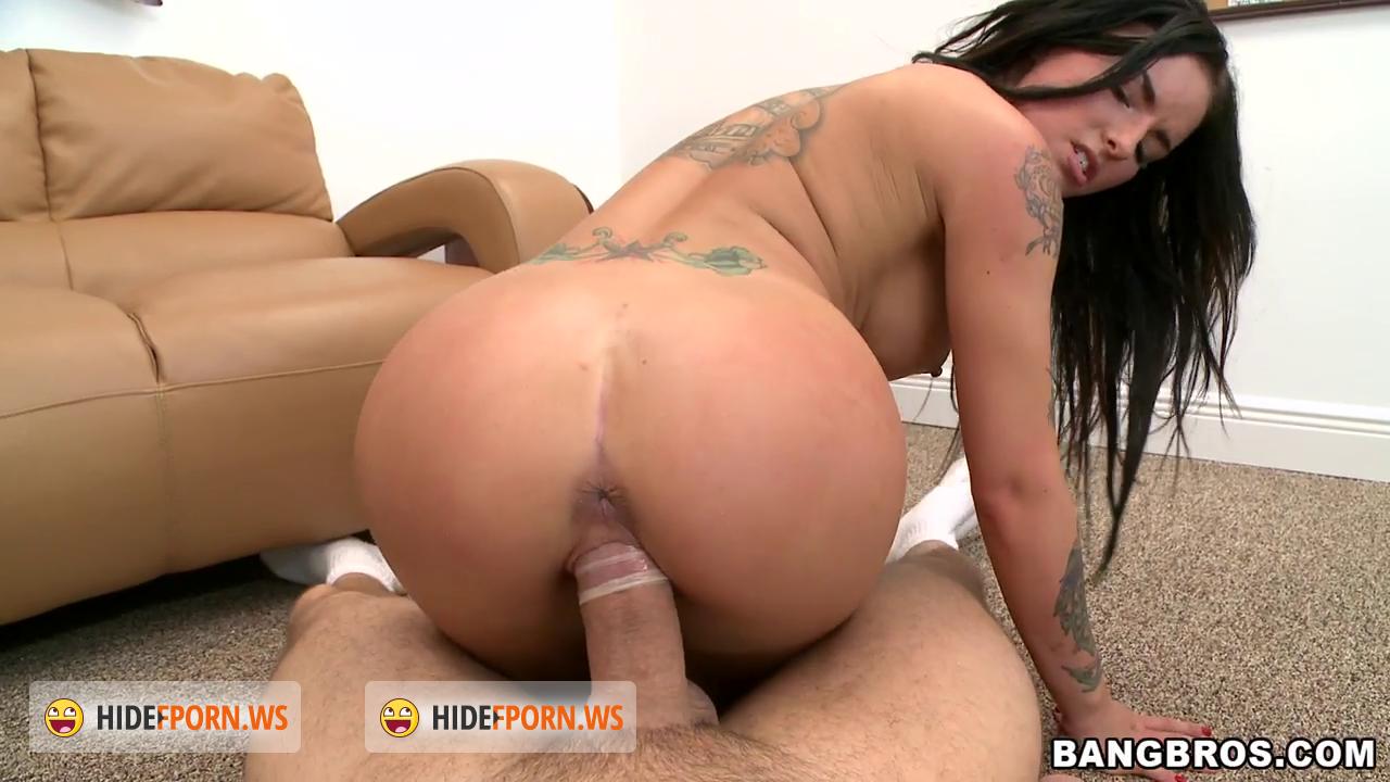 Rocker chick gets a load of jizz on her ass 5