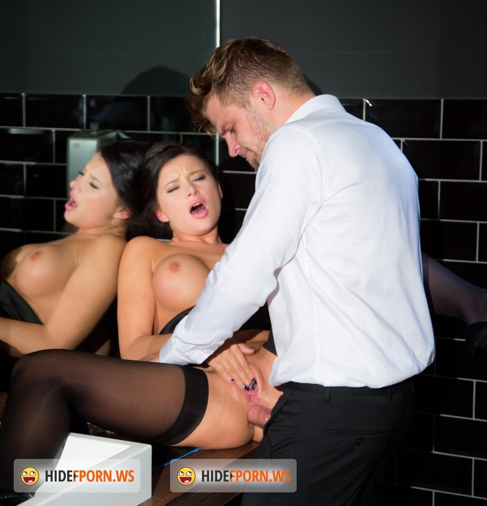 Смотреть секс секретарша в туалете 10 фотография