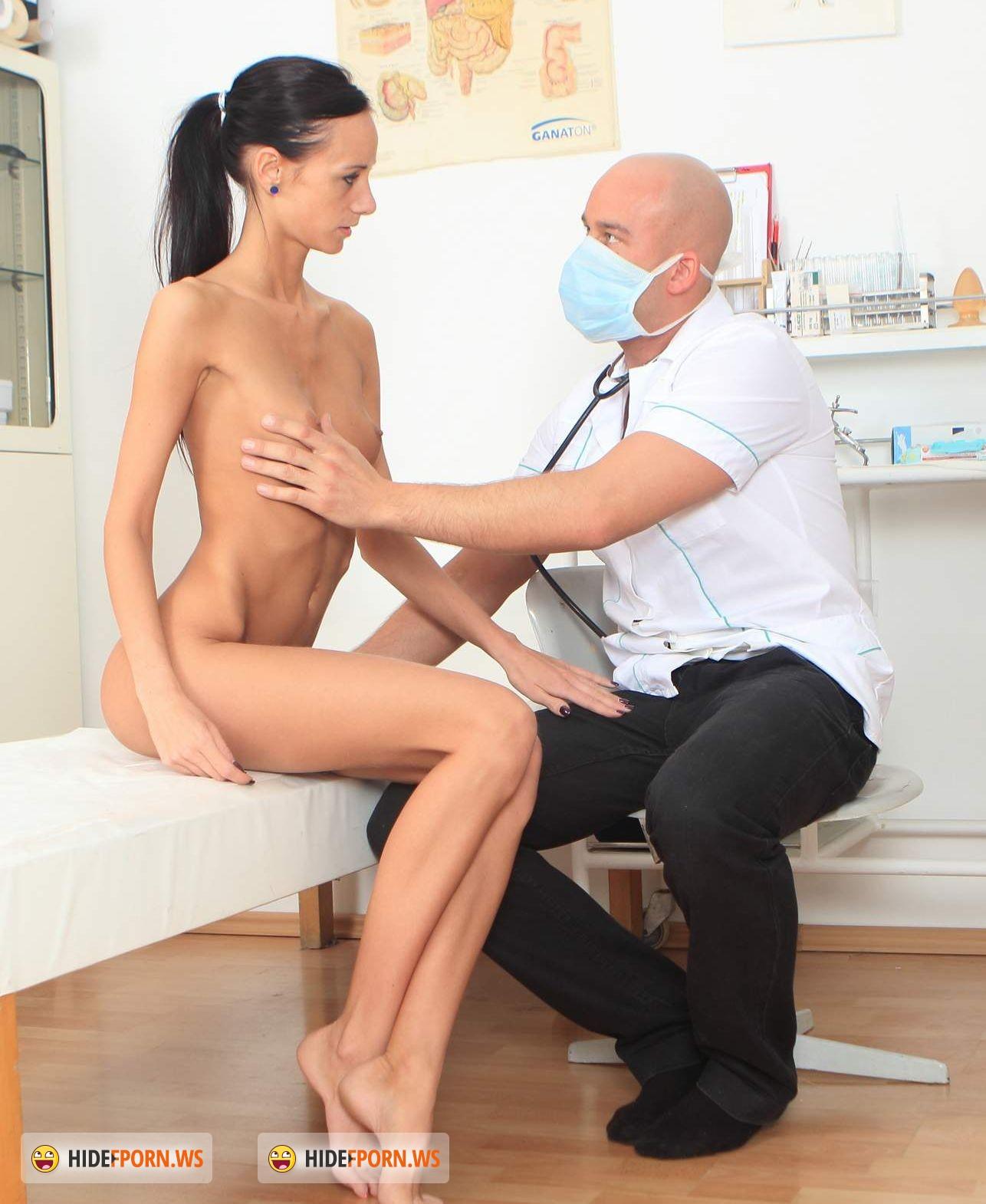Трах девушек на приеме у гинеколога 7 фотография