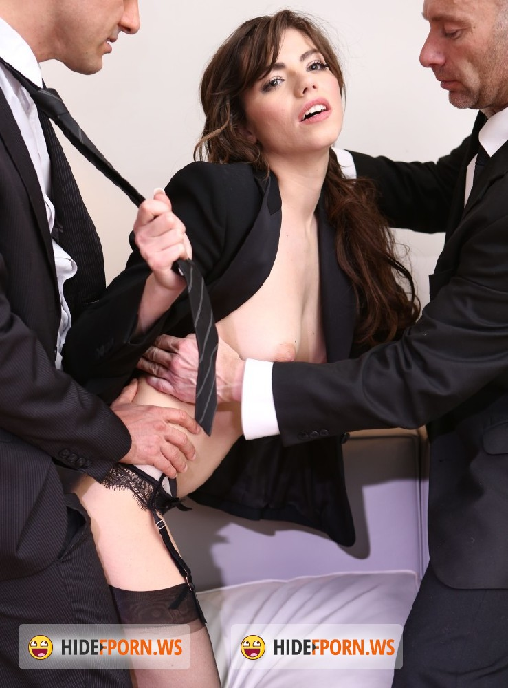 Manon and her husband in a foursome