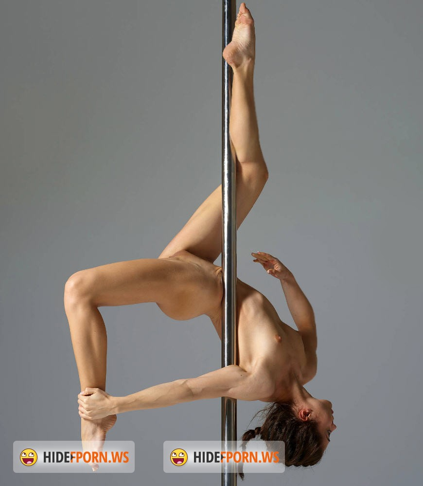 full nude pole dancers