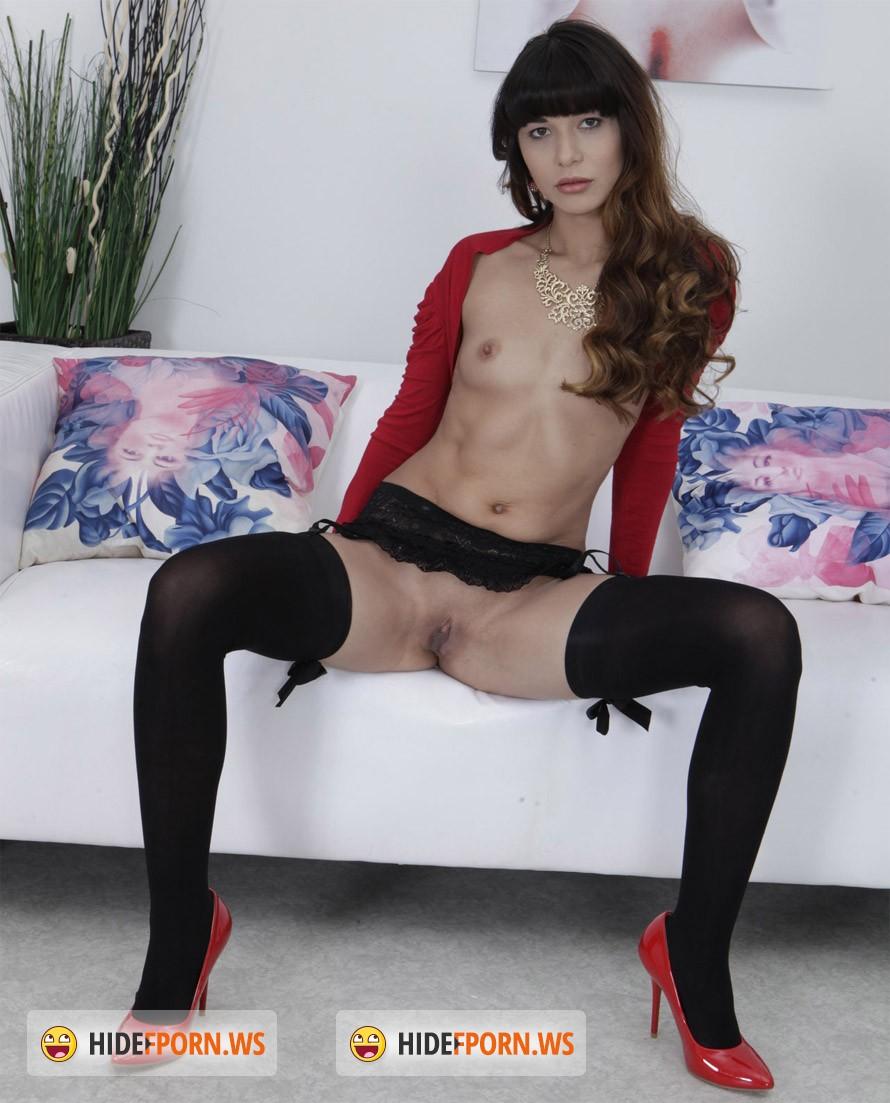 Sweet sexy babe alexis adams loves a hot cum