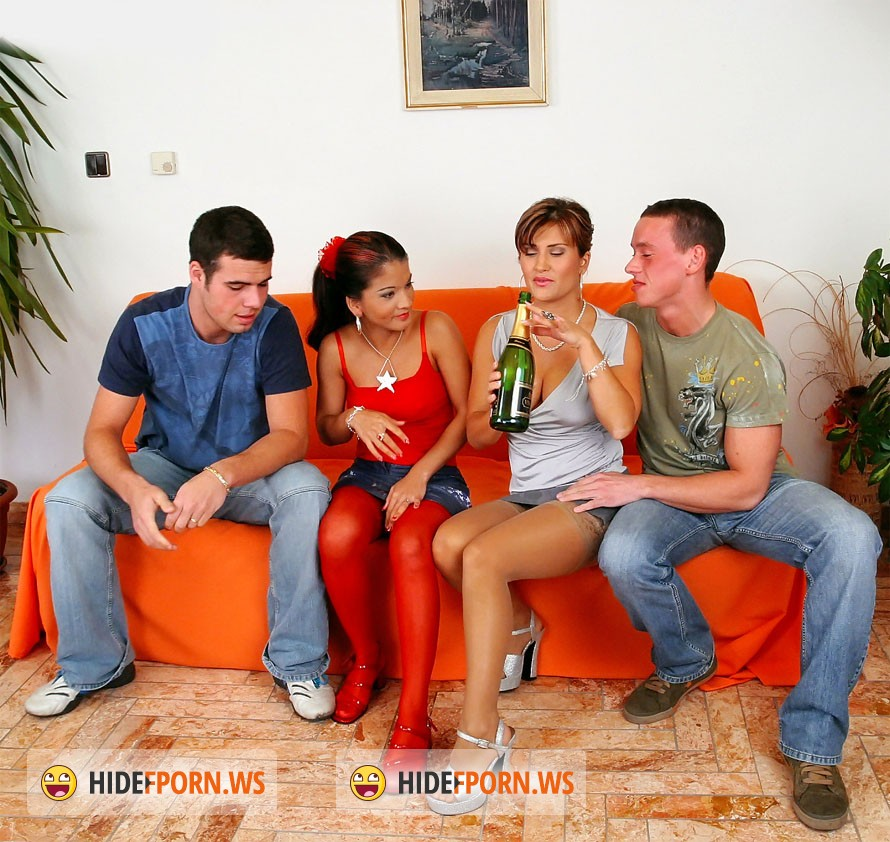 Tatiana Milovani, Cindy Gold - Cindy Golds Golden Shower [SD 540p]