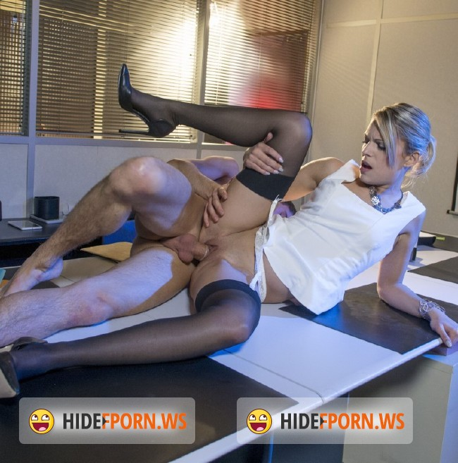 DorcelClub.com - Alix Feeling - Sex At The Office On The Desk [HD 720p]