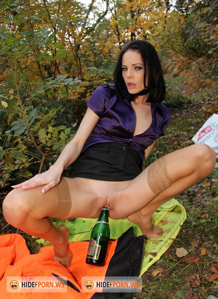 Посмотреть онлайн порнуху с бутылкой 26 фотография
