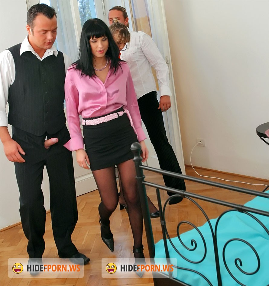 Roxyn, Christina Lee - Czech out this hot piss action!