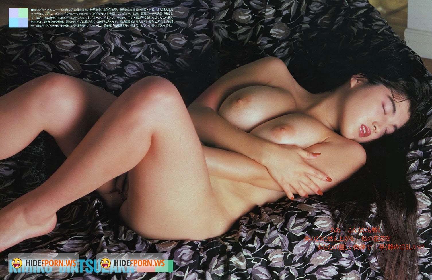Kissing japanese beauties