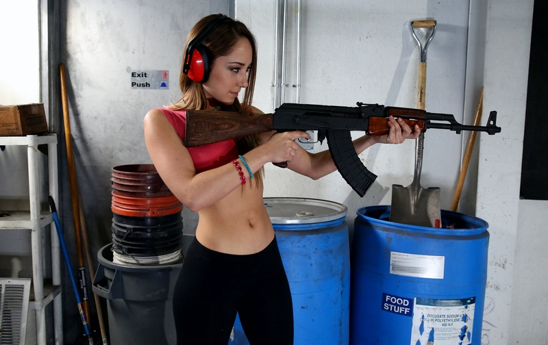 BangBrosClips.com - Remy LaCroix - Dirty Blonde White Girl Shoots Guns and Sucks Dick [HD 720p]