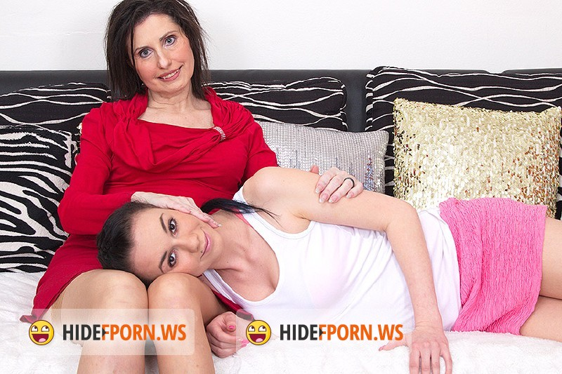 Old-and-Young-Lesbians.com/Mature.nl - Darlena (54), Veronique O. (20) - Mature Lesbian has sex with a hot young babe [HD 720p]