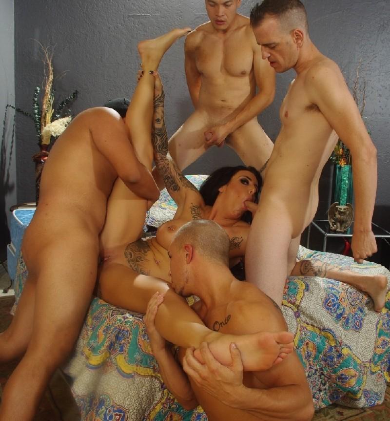 Jennifer love hewitt threesome