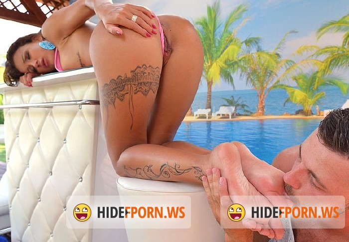 HotLegsandFeet.com/DDFProd.com - Susy Gala - Footjob Tropicana: Rubbing His Glans With Her Spanish Soles [FullHD]