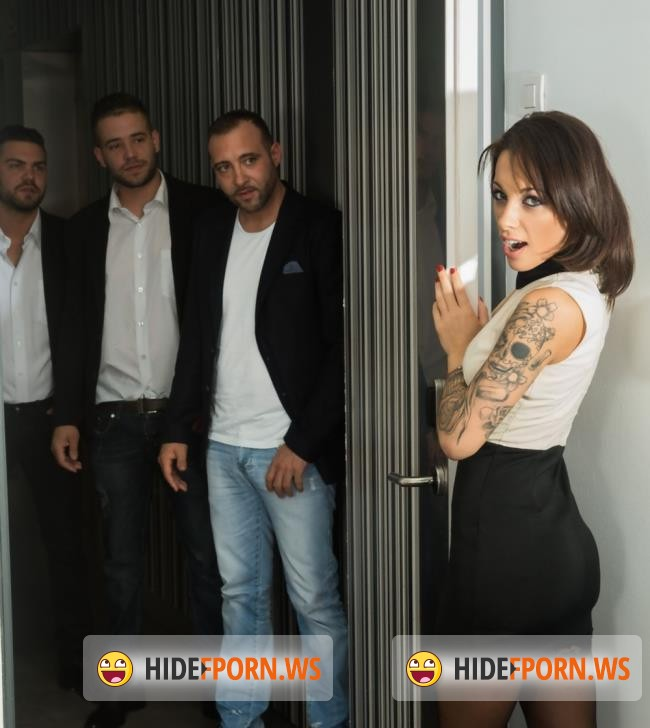 Private.com: Nikita Bellucci - Gets An Anal Creampie In A POV Gangbang  (Gangbang) [HD 720p]