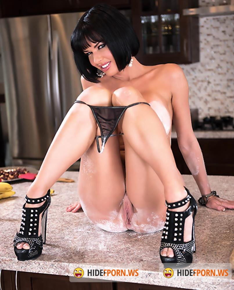 MommyGotBoobs/Brazzers - Veronica Avluv, Buddy Hollywood - Banana Nut Muffin [FullHD 1080p]
