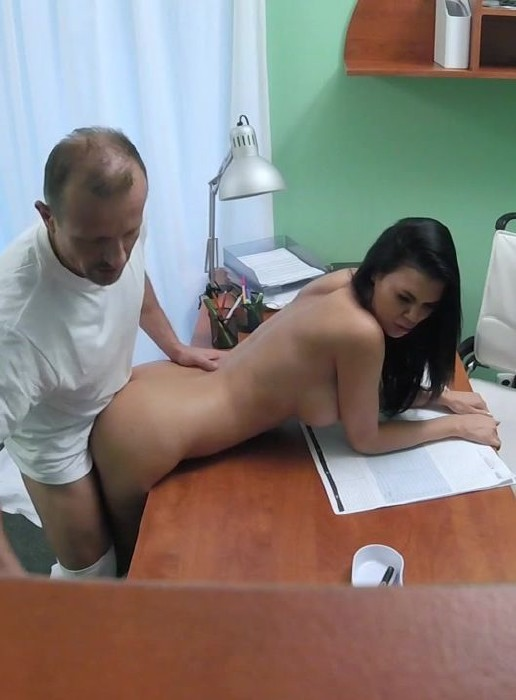 FakeHospital.com - Jasmine Jae - Doctor fucks Porn actress over desk - E201 [HD]