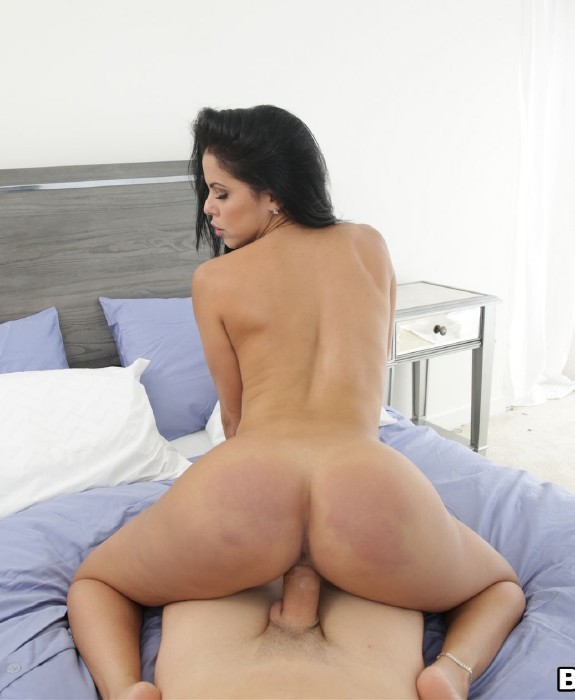 AssParade.com/BangBros.com - Diamond Kitty - Wilding Out With Diamond Kitty [FullHD]