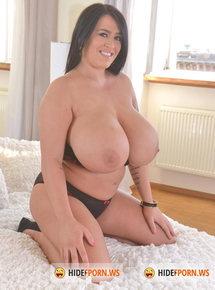 DDFBusty/DDFNetwork - Leanne Crow - Big Is Beautiful: Busty British Goddess Gets Naked On Bed [HD 720p]
