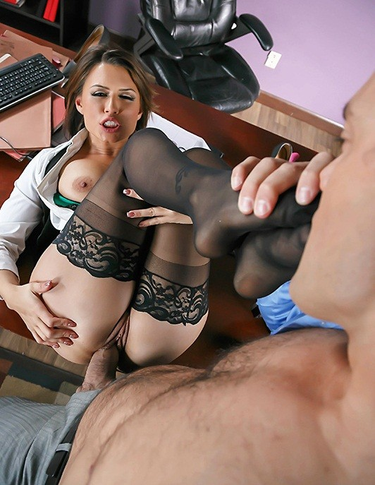Tits Work: Eva Angelina - Camera Cums In Handy [SD 480p]
