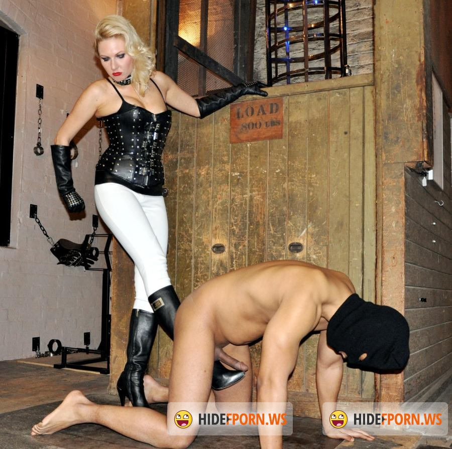 Femme Film: Mistress Akella - Spread Your Legs [HD 720p]