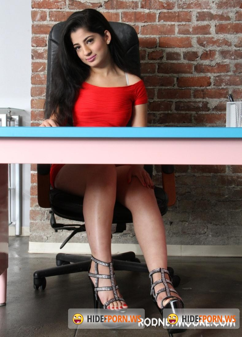 Rodneymoore.com: Nadia Ali - New Job Goo [SD 540p]