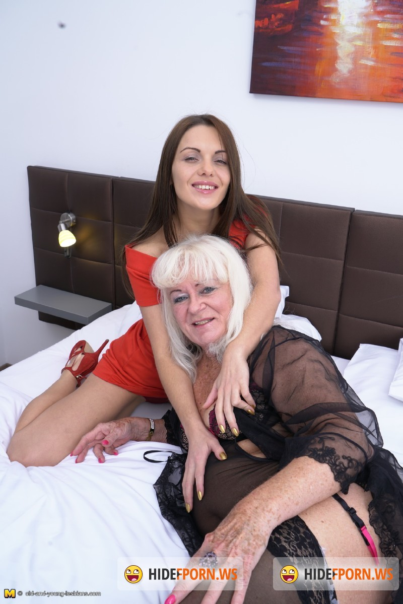 Old-and-young-lesbians.com/Mature.nl - Lennora (61), Emra (25) - Lesbian-Alex389 [SD 540p]