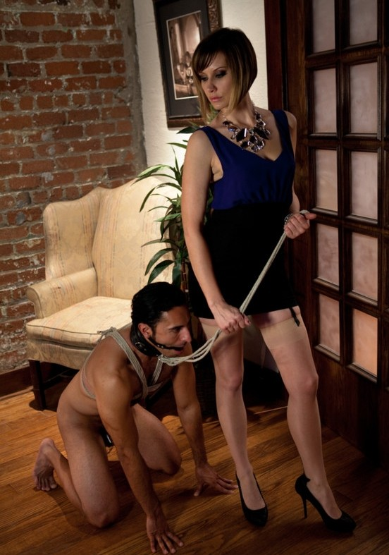 DivineBitches.com/Kink.com - Maitresse Madeline, Gianni Luca - Maitresse Madeline cuckolds her boyfriend with a woman! [HD 720p]