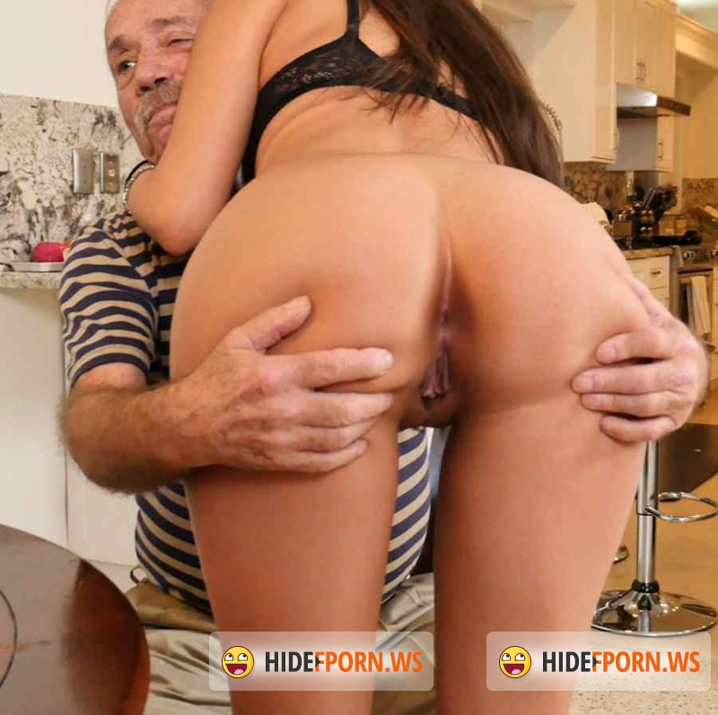 BluePillMen.com/BangBros.com - Jeleana Marie - Chillin with a hot Tamale! [FullHD 1080p]