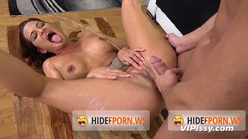 VIPissy.com - Nicole Vice - Evening At Home [HD 720p]