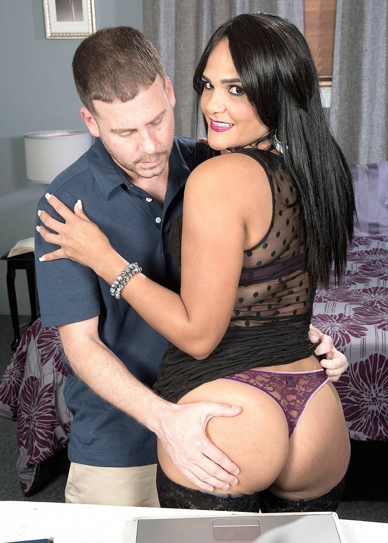 40SomethingMag.com/PornMegaLoad.com - Amber Reiz - Anal revenge [SD]
