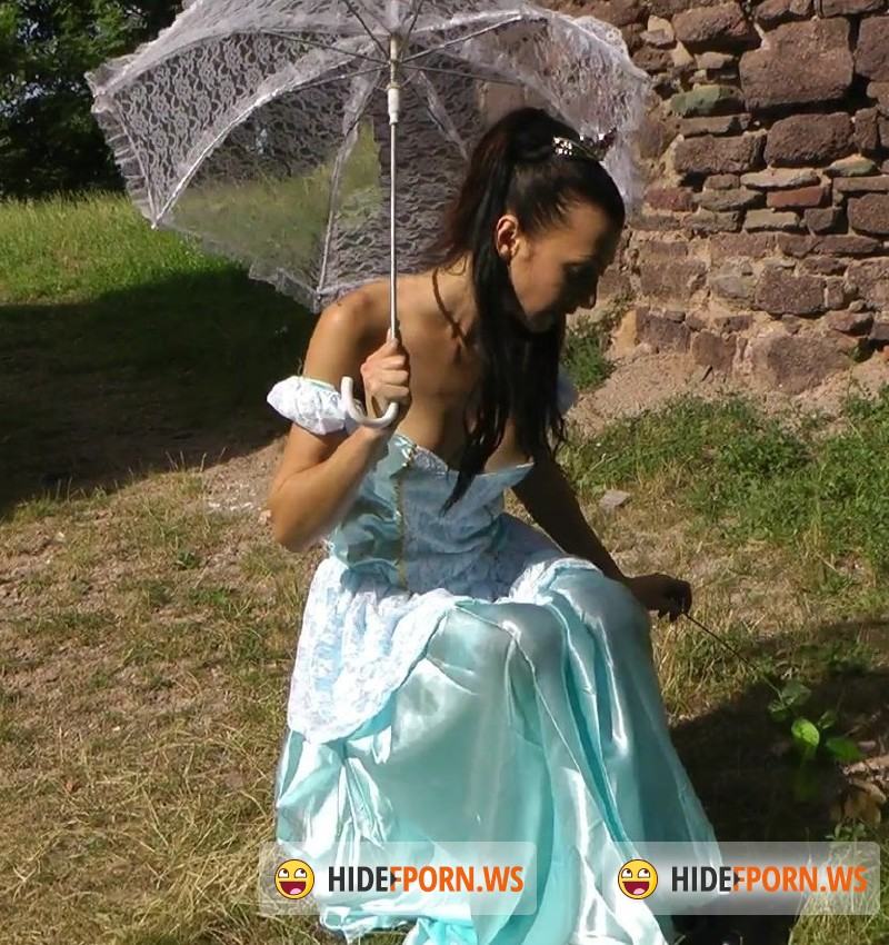 Hotkinkyjo.xxx - HotKinkyJo - Princess in the castle [FullHD 1080p]