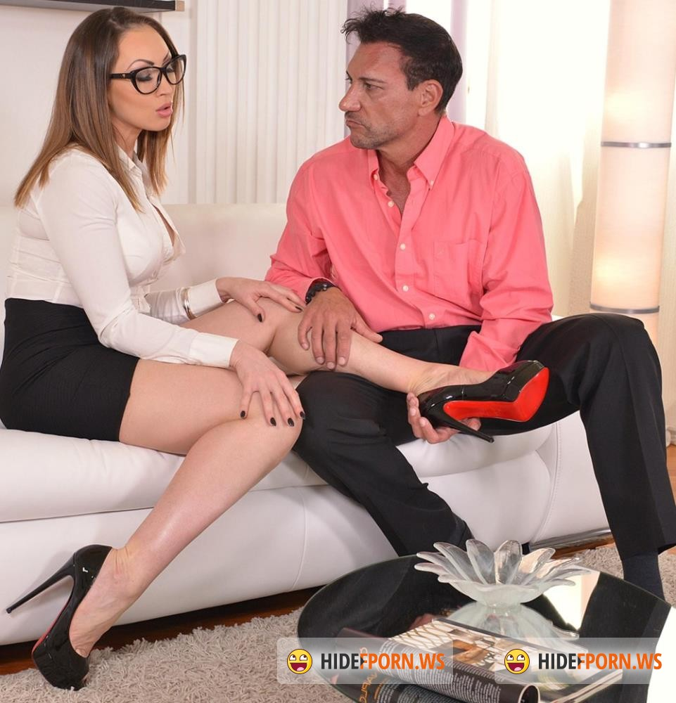 HotLegsAndFeet/DDFNetwork - Yasmin Scott - Tootsie Reflections - Foot Fetish Lover Bangs Milf In Office [HD 720p]