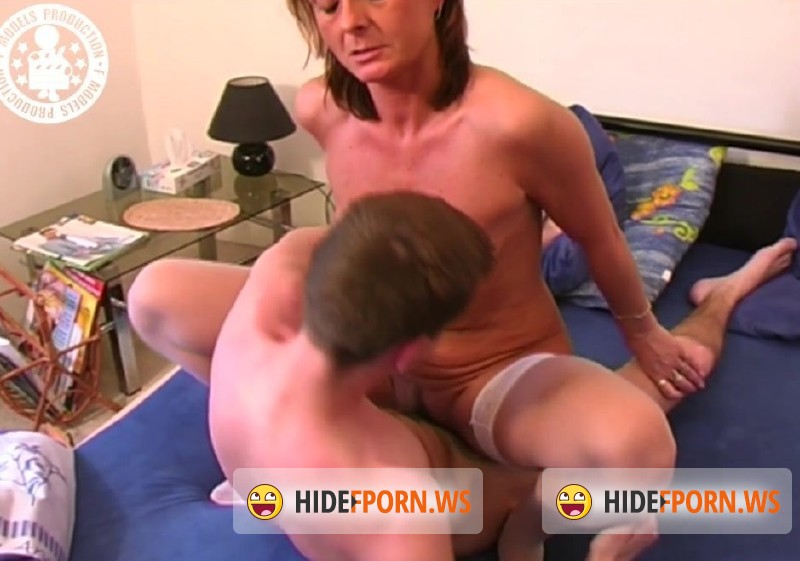 RetroPornCZ.com - Lada - Teen guy fucks an experienced MILF [HD 720p]