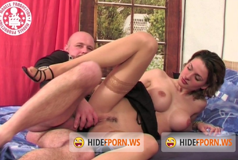 RetroPornCZ.com - Denisa - A young cutie experiments with her pussy [HD 720p]