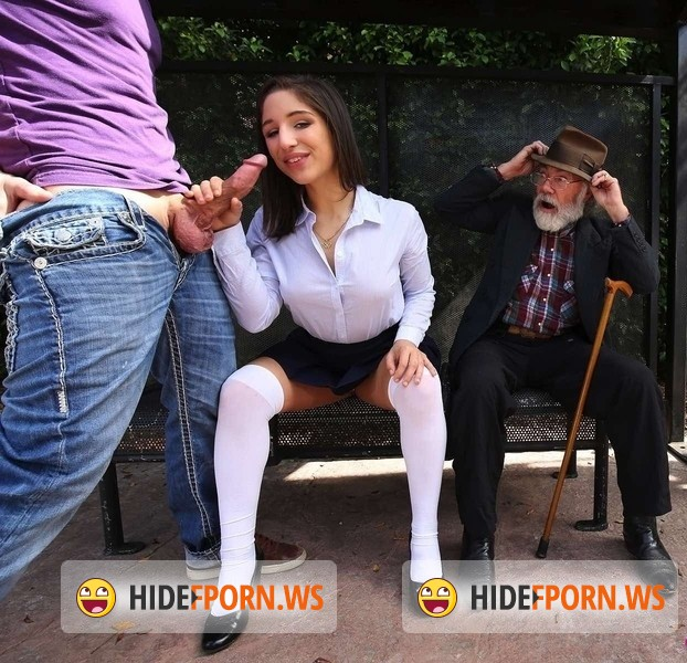 Teen Love: Abella Danger - Bus bench creepin [FullHD 1080p]